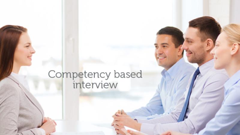Recrutori și candidat la interviu bazat pe competente